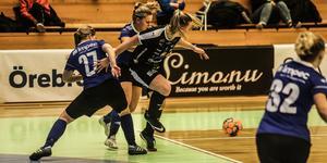 Örebro FC vann med 6–1 i årets första derby mot Sköllersta IF.