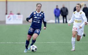 Hanne Gråhns i en match med Kvarnsvedens IK 2013. Hon lämnade laget och Elitettan säsongen före även Kvarnsveden gick upp i hösta serien.