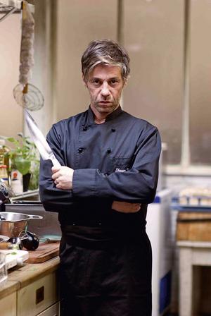 Gordon Ramsay, eller Shayn Weiss (Birol Ünol)? Den tyske, galne matmannen får tv-kocken att framstå som lugn och sansad.