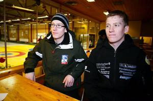 Kristian Lindström och Alexander Lindström laddar inför curling-SM som inleds i dag i Östersund.Foto: Olof Sjödin