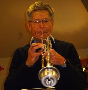 Bosse Lundquist visar sig vara en bra värvning i Real Stompers med sitt tryck i trumpetandet. Foto: Kjell Larsson