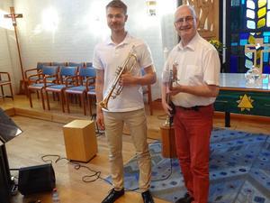 Parhästar sedan 2017, då man började spela tillsammans. För första gången fick pianisten Anders Bergquist även prova på att spela bas. Lukas Johansson och Anders Bergquist spelar också  i Real Stompers och Kenneth Nordwalls swingband.