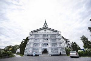 Själevads kyrka under renovering – beräknas vara klart om ungefär en månad.