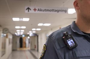 Alltfler sjukhus anställer ordningsvakter till sina akutmottagningar. Foto: Jessica Gow/TT