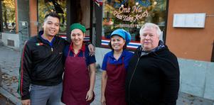 Jaturavit Kongmalee, Nuchara Kongmalee, Phawana Godin och Dan Godin driver tillsammans One Na Thai Take Away som är en av de mest lönsamma restaurangerna i Dalarna.  Dan har visserligen dragit sig tillbaka  men finns med som stöd och hjälp när det behövs.