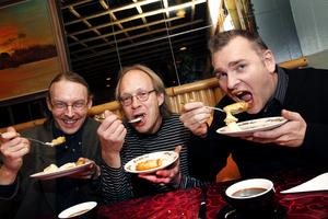 Wastesson, Forsberg och Sjöberg firar att de fått med Babsans