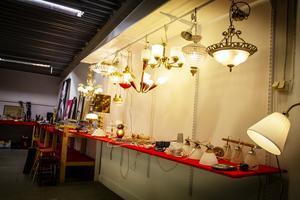 Lampavdelningen vid Bergviks auktionstjänst.