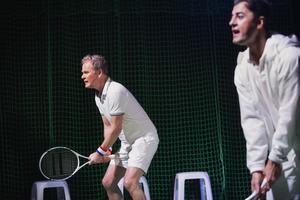Skådespelarna fick specialträning i tennishallen i Falun i samband med repetitionerna.