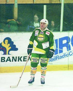 Vladimir Krutov i ÖIK:s hemmaställ från 1995. En tänkbar kandidat att ta tillbaka som retrotröja denna säsong? Arkivbild: Olof Sjödin