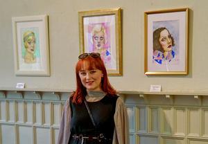Unga konstnären Tindra Frelin ställer ut på Saltskog gård. Foto: Privat
