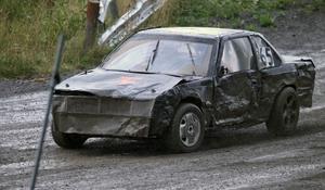 En av många tillknycklade bilar under söndagens finalkörning på Lungre.