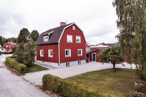 Välvårdad och praktisk villa. Genomgående fräscha ytskikt. Foto: Kristofer Skog, Husfoto.