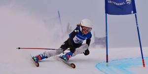 Astrid Hedin, U12-åkare från hemmaklubben Nolby Alpina, vann båda dagarna. Foto: Johan Lindgren.