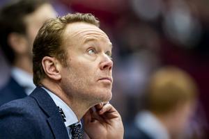 Niklas Eriksson hade koll på resultaten på jumbotronen. Bild: Avdo Bilkanovic/Bildbyrån