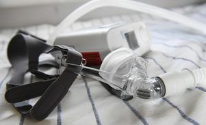 En CPAP-hjälper til med andning under sömnen.