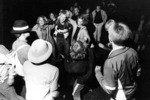 Jämtarna visade sitt rätta jag i det vanligtvis så tillknäppta Östersund, skrev ÖP om folkfesten där massor av människor dansade och festade på gatorna.
