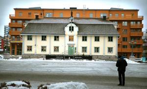 Fastigheten Grand central ligger bakom Gamla rådhuset.