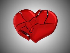 Den man älskar agar man inte! Fler åtgärder behövs för att stoppa våldet i nära relationer.
