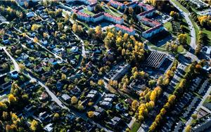 Flygbild över Blombacka med Västra Blombacka i bildens överkant. Foto: Södertälje kommun
