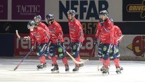 Edsbyn vann seriefinalen med 8–0 och är nu tre poäng för Sandviken.