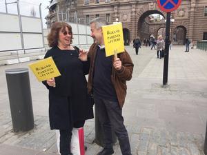 Journalisten Ylva Mårtens är också med i samma nätverk som Kalle Güettler och det blev ett kärt återseende när de båda kollegorna stötte på varandra på fredagsförmiddagens klimatdemonstration.