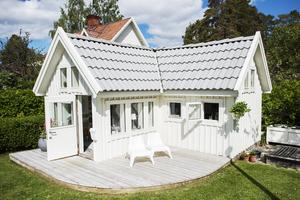Ett hus i miniatyr. Lekstugan är skalenligt byggd efter familjens hus.