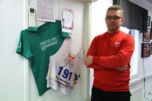 Fabian Hästbacka har klarat nio mils löpning i Ultravasan och 22 mil skidåkning i Nordenskiöldsloppet. Klarar han 30 mil enduro i Novemberkåsan också?