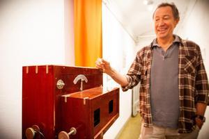 En gammal studiokamera med specialbyggd och uppfinningsrik mekanik finns också att beskåda.