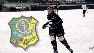 Emma Ahlander har hittills varit SAIK trogen. Nu följer hon flera tidigare lagkamraters fotspår och går till svenska mästaren Skutskär.