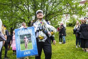 Anton Forsman är den sista i syskonskaran att ta studenten. Han är nog i dag lika stolt som då han som barn fångade storfiskar naken.