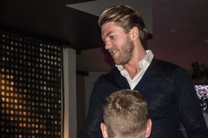 En smått överraskad Martin Broberg tillbaka ner från scenen efter att ha blivit framröstad till Årets lagkamrat, av just sina lagkamrater.