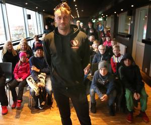 Ett 40-tal ungdomar hade samlats för att ställa frågor till Petter Northug.