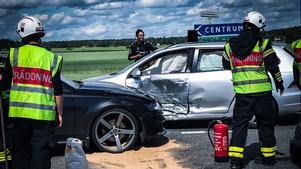 Räddningstjänsten sanerade olycksplatsen, polisen började sin utredning av hur olyckan kan ha gått till.