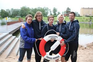 Märit Badman, Ellen Carlsson, Åsa Johnsson, Lisa Enroth och Thomas Karlsson är med i Livräddarna Skövde. De har flera goda råd att ge på hur man ska agera när en drunkningsolycka inträffar.