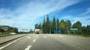 Skribenten vill se en ny rondell där Fornhöjdsvägen möter väg 225.