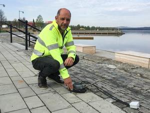 Fyra pollare med belysning har slitits loss och förmodligen kastats i sjön, konstaterar Ove Heed.