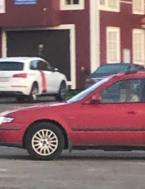 När den misstänkta bilen lämnade båtklubbens området lyckades nattvakterna fånga föraren på bild. Bild: Polisens förundersökning