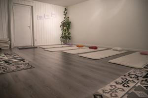 Kristin Indergård och Unn Tjernberg Dickens håller yogaklasser i lokalerna.