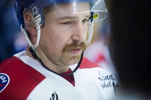 Robin Larsson, NSK, en av många med en gedigen mustasch under