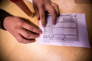 Formuläret som ska fyllas i per spillningsprov som sen skickas på DNA-analys.