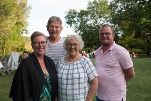 Kvällens arrangörer hade gärna sett fler besökare, men var nöjda med atmosfären. Från vänster: Maria Thor Sjö, Lars-Gunnar Thor, Louise Thor och Björn Sjö.