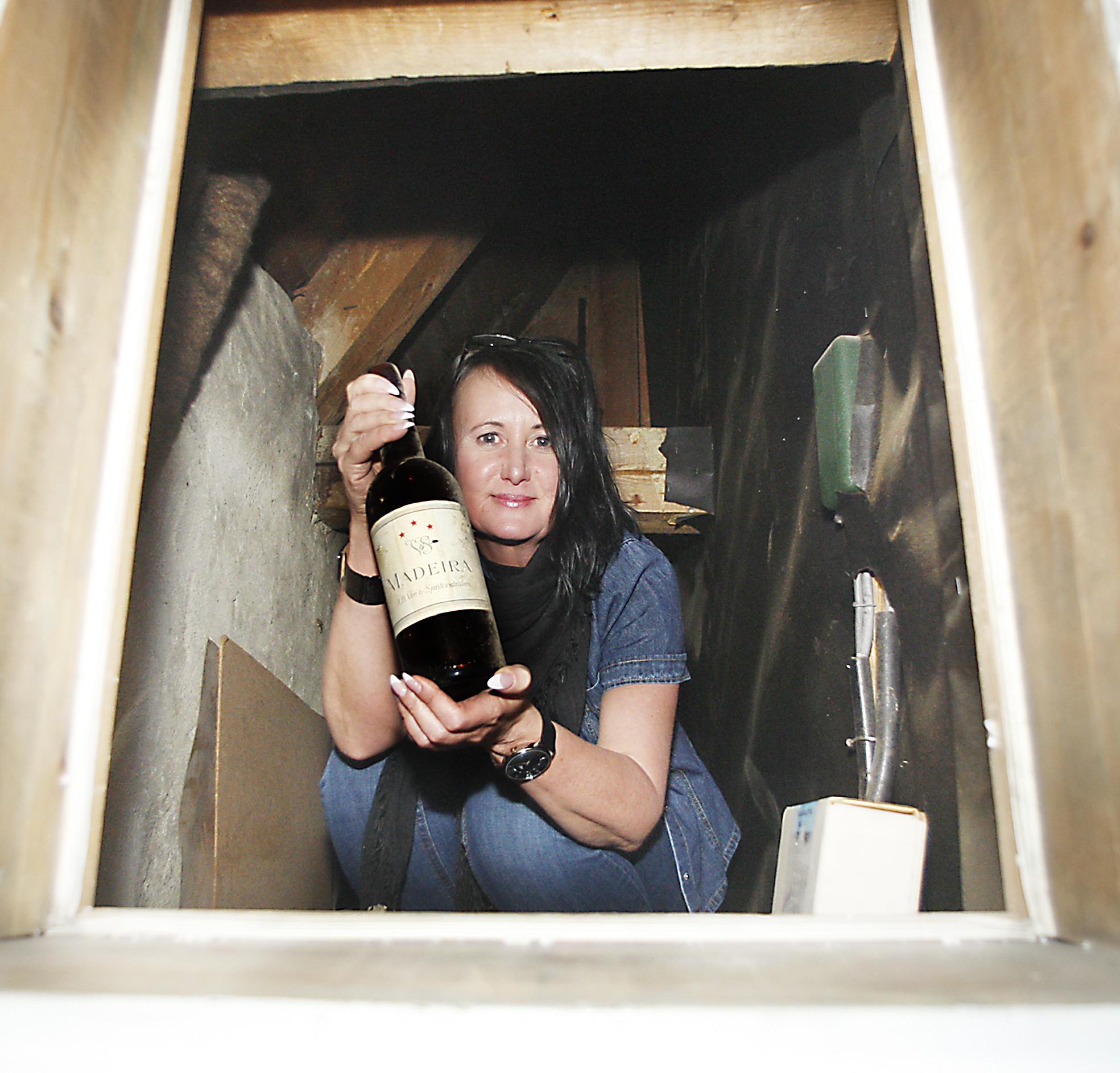 Hundraårig vinflaska dök upp när rådhuset besiktades