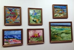 Några av de 23 målningarna i utställningen i Ånge. Bild: Ewa Johansson
