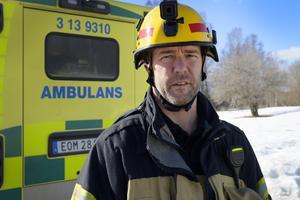 Styrkeledaren Anders Hjälm berömmer insatsen för att hjälpa kvinnan och hunden.