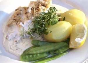Ugnen förenklar köksarbetet. Ugnsbakad torsk med mandel är exempel på god och lättlagad vardagsmat.
