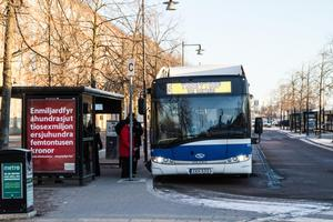 Många bussar punktliga. På onsdagsförmiddagen var det ändå många turer från Centralstationen som gick som de skulle. Exempelvis bussar i riktning Centrallasarettet-Bjurhovda och Hälla.