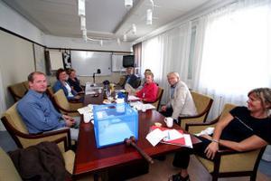Under gårdagen träffades representanter för kommunen. Busslink och länstrafiken för att hitta lösningar som ska få busstiderna att fungera.