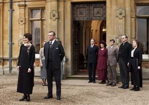 """Elizabeth McGovern, längst till vänster, som vi är vana att se henne – i rollen som Cora Crawley, grevinna av Grantham, i succéserien """"Downton Abbey""""."""