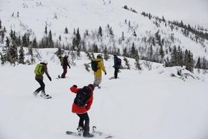 Under dagen var det totalt ett 30-tal tjejer ute och åkte skidor och bräda.