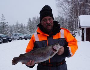 Kurt Magnusson, Delsbo drog upp lördagens största fisk.